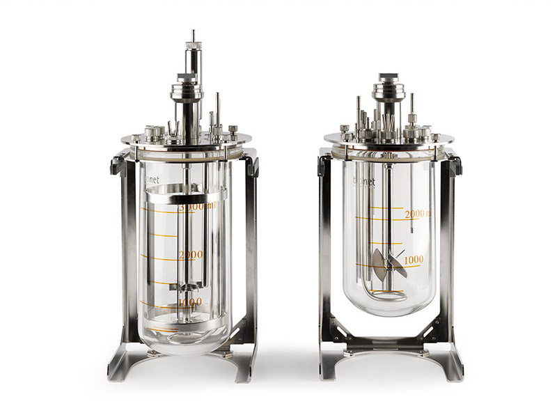 Interchangeable jacketed vessels of 1, 3, 5, 8 and 10 liters